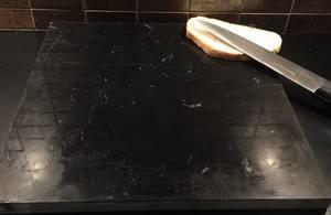 Bilde av Bakeplate/skjærebrett i Nero Marquina marmor, 30*30